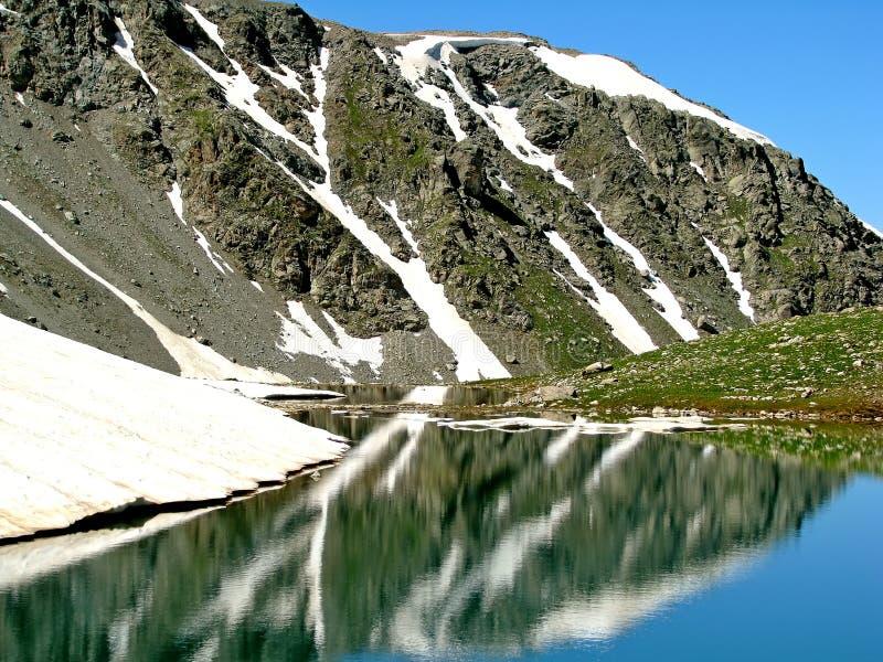 Download Paysage Réflexions photo stock. Image du bleu, haut, neige - 77159302
