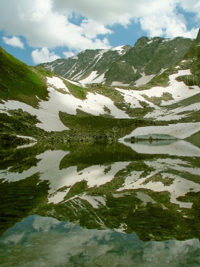 Download Paysage Réflexions photo stock. Image du pierres, haut - 77159546