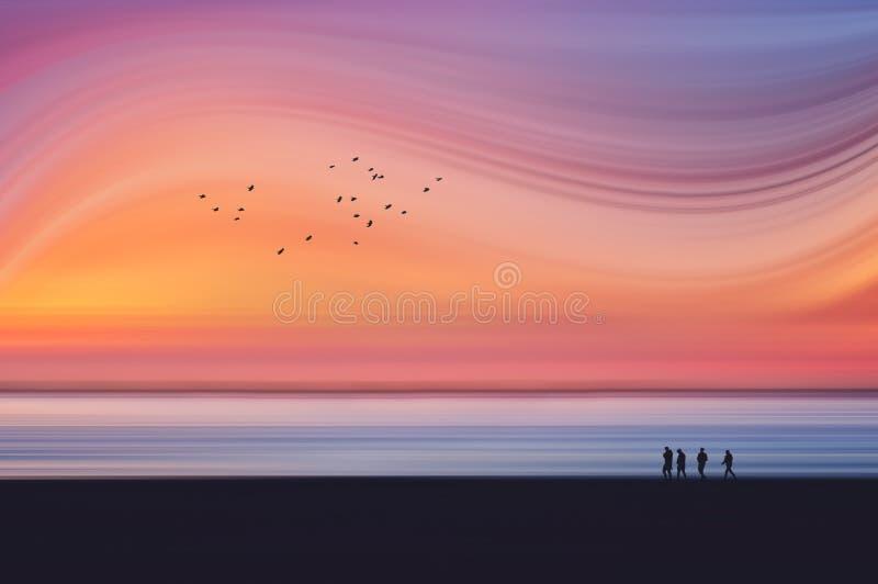Paysage rêveur d'imagination avec la tache floue de mouvement de la plage au coucher du soleil photographie stock