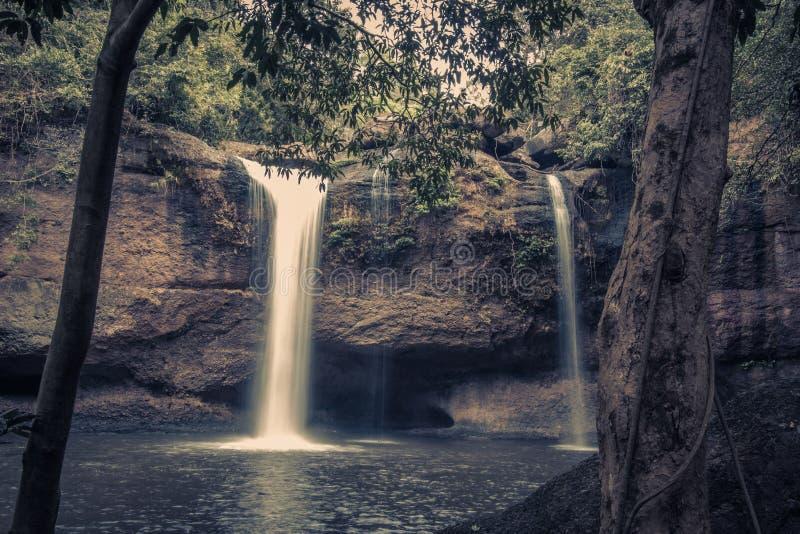 Paysage renversant de cascade de Haew Suwat, parc national de Khao Yai, province de Nakhon Ratchasima, Thaïlande images stock