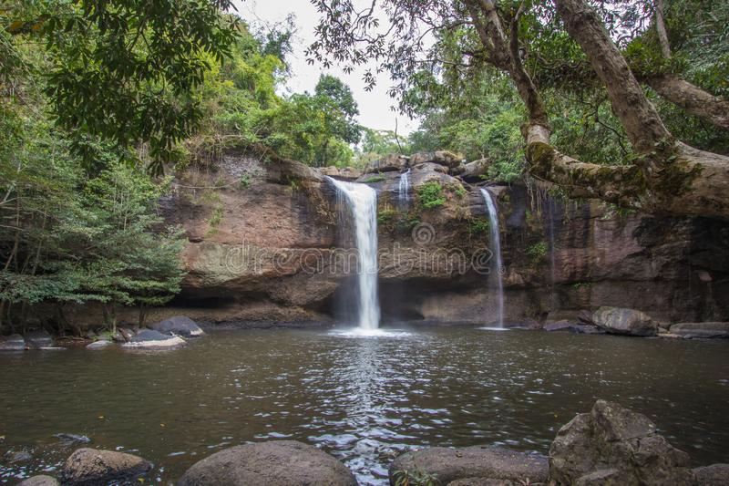 Paysage renversant de cascade de Haew Suwat, parc national de Khao Yai, province de Nakhon Ratchasima, Thaïlande photos stock