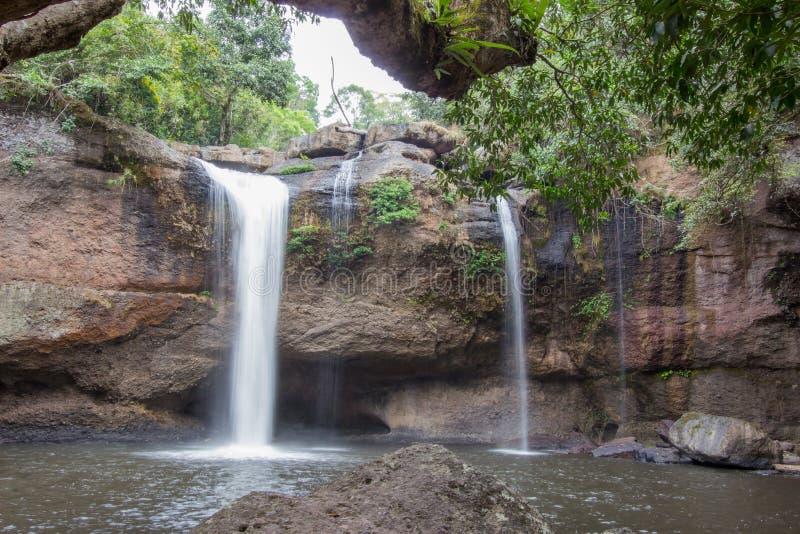 Paysage renversant de cascade de Haew Suwat, parc national de Khao Yai, province de Nakhon Ratchasima, Thaïlande photos libres de droits