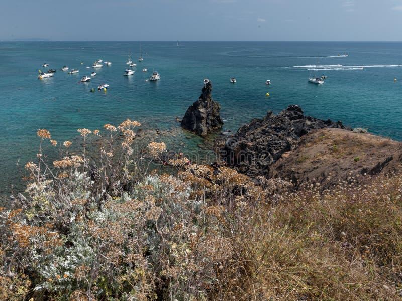 Paysage rocheux du littoral du cap d'Agde photos libres de droits