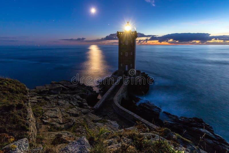 Paysage romantique de phare au crépuscule photos libres de droits