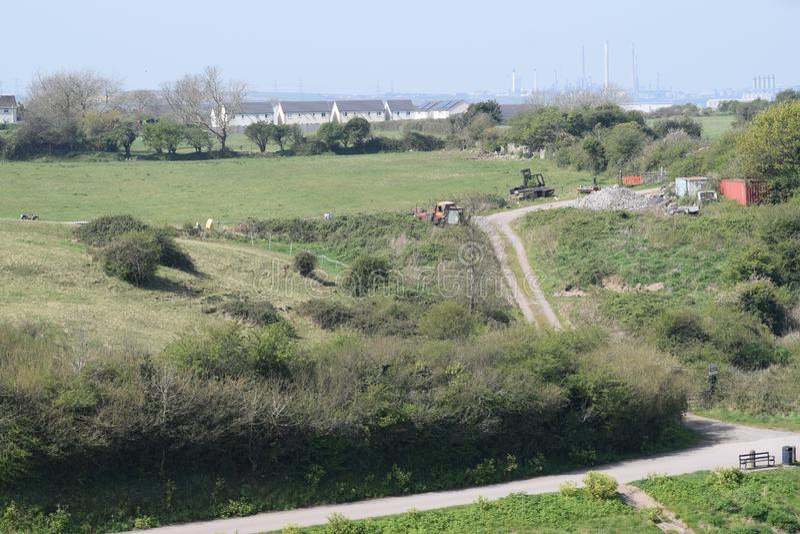 Paysage rural et urbain en vue avec une principale ligne de chemin photos stock