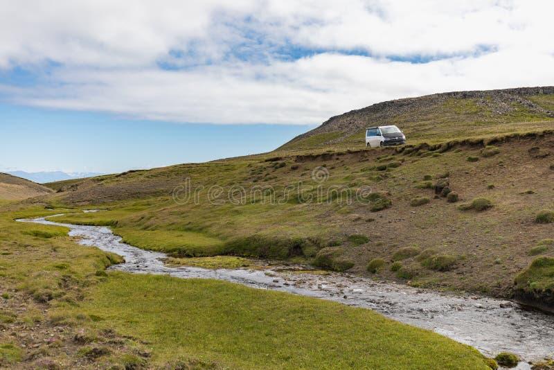 Paysage scénique étonnant de montagne tiré sur l'Islande photo libre de droits