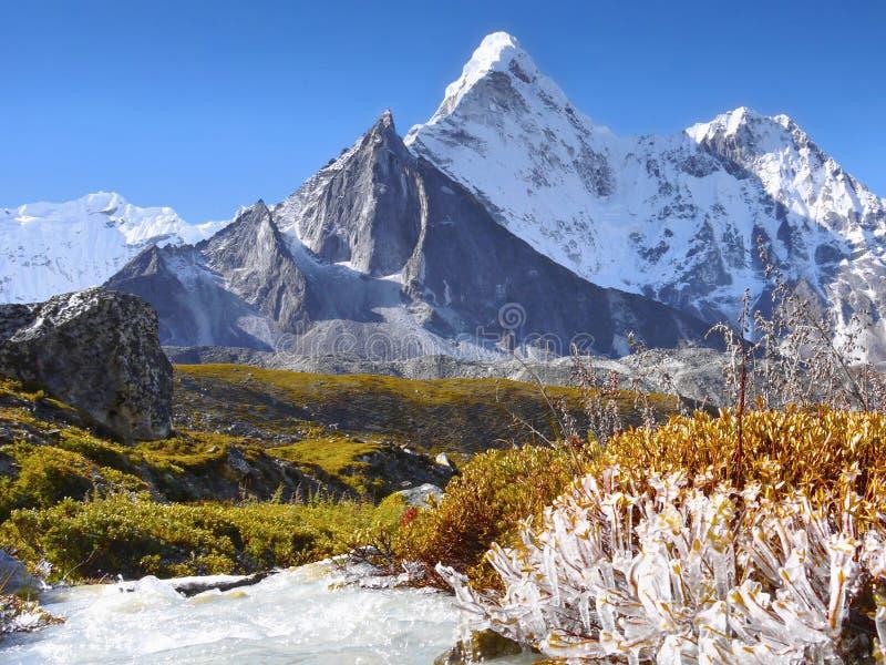Paysage scénique Autumn Himalayas de montagnes photos stock
