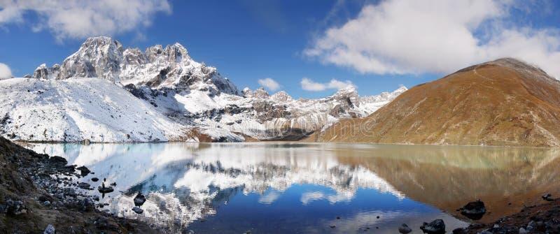 Paysage scénique Autumn Himalayas de montagnes image libre de droits