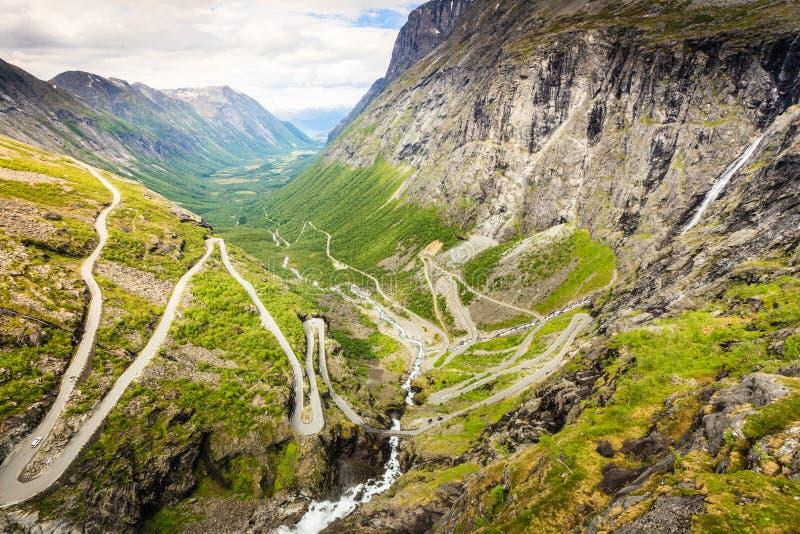 Paysage scénique de montagne de la Norvège photographie stock