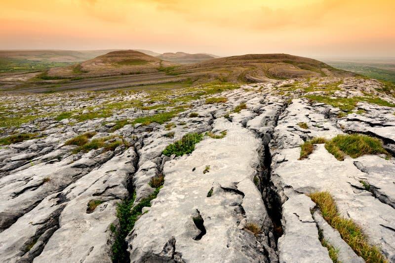 Paysage spectaculaire dans la région de Burren du comté Clare, Irlande photographie stock libre de droits