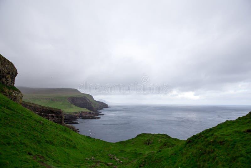 Paysage spectaculaire des îles Féroé La nature des îles Féroé dans l'Atlantique Nord photo libre de droits