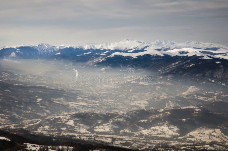 Paysage spectaculaire en montagnes de Carpathiens photographie stock libre de droits
