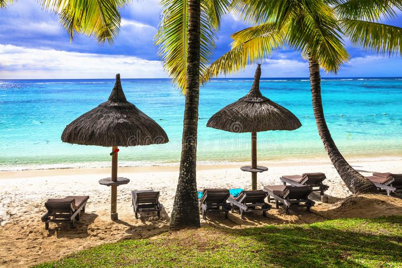 Paysage tropical de plage Vacances de Relaxin en île des Îles Maurice photographie stock libre de droits