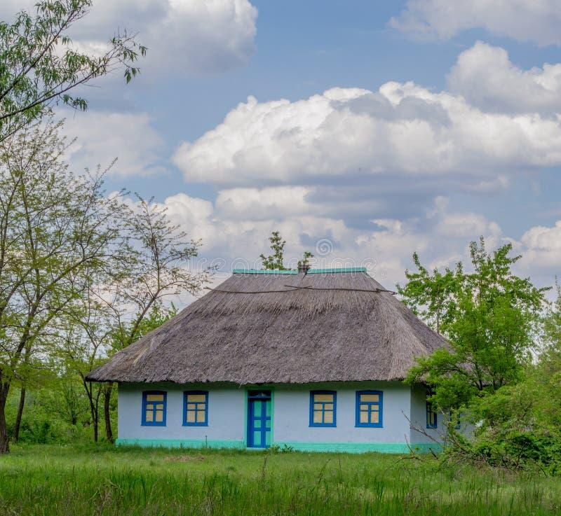 Paysage - une maison photo libre de droits