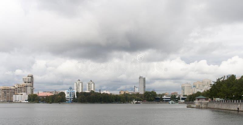 Paysage urbain à Iekaterinbourg, Fédération de Russie photos libres de droits