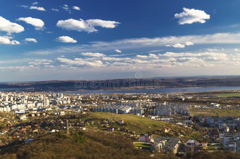 Paysage urbain au-dessus de ville de Varna, Bulgarie photographie stock