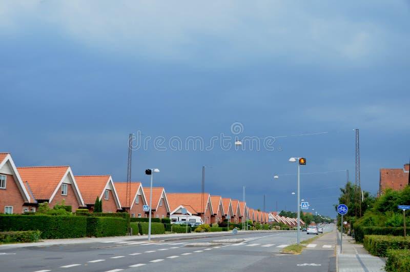 Paysage urbain avec l'orage de approche photo libre de droits