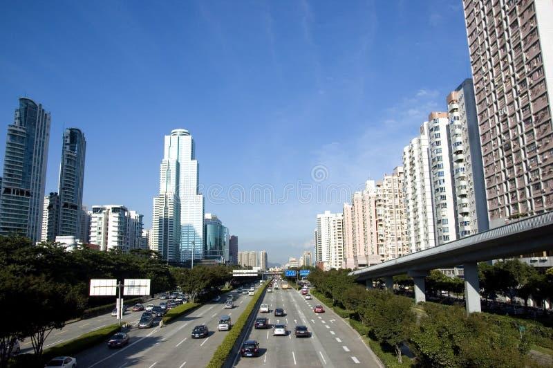Paysage urbain avec la route photographie stock