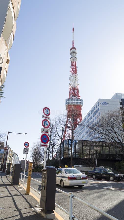 Paysage urbain avec la tour de télévision à Tokyo photographie stock