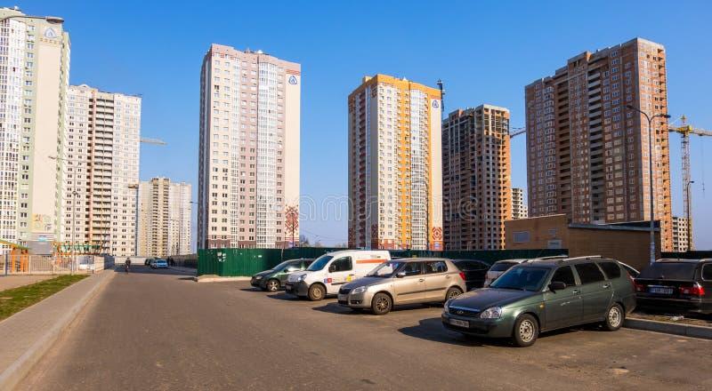 Paysage urbain avec les b?timents r?sidentiels modernes ? Kiev, Ukraine photo stock