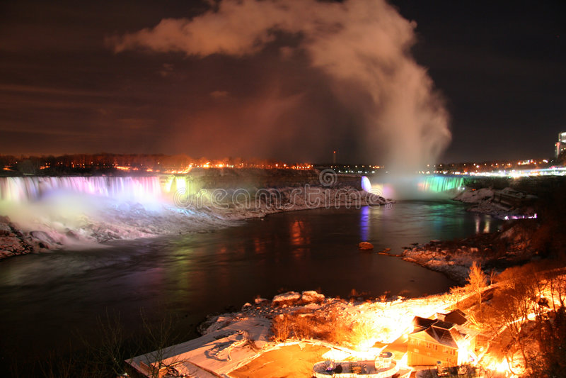 Paysage urbain d'arc-en-ciel de Niagara image libre de droits