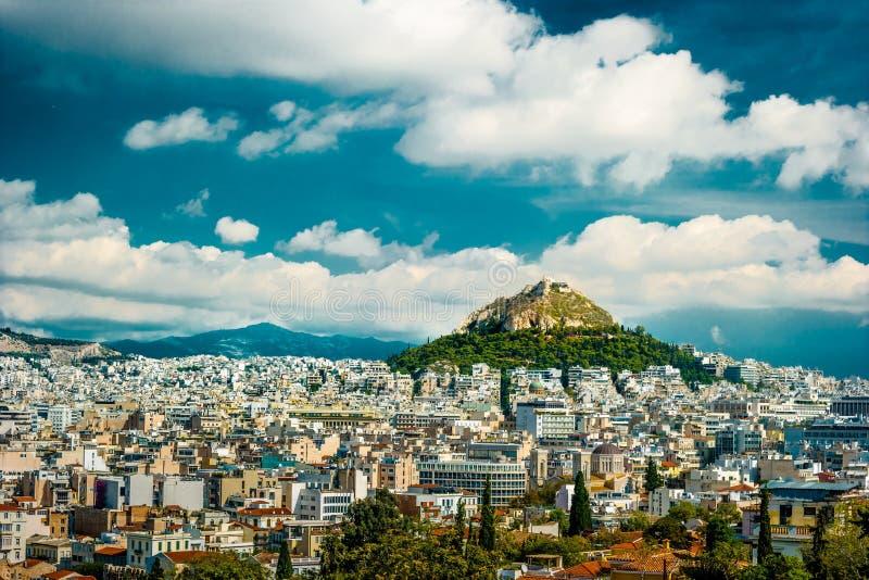 Paysage urbain d'Athènes et de colline de Lycabettus images libres de droits