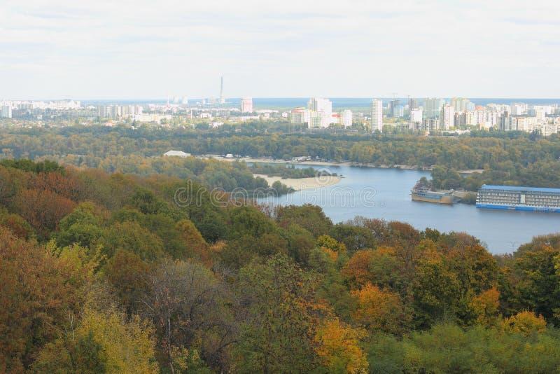 Paysage urbain d'automne photographie stock
