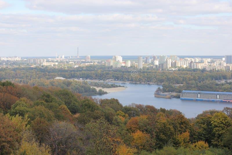 Paysage urbain d'automne image libre de droits