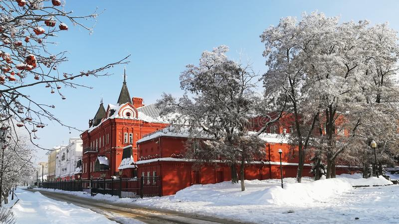 Paysage urbain d'hiver un jour ensoleillé donnant sur le bâtiment de la banque centrale de la Fédération de Russie image libre de droits