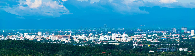Paysage urbain d'horizon de panorama construisant la ville de Chiangmai, Thaïlande image libre de droits