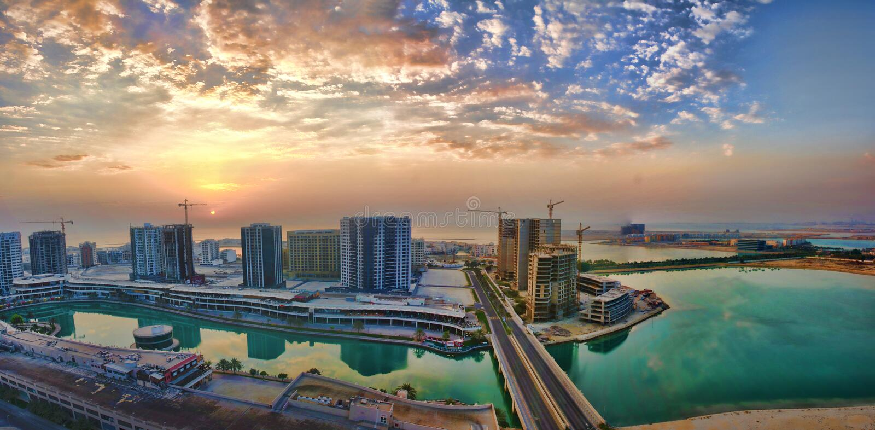 Paysage urbain dans une des plus nouvelles villes au Bahrain images stock