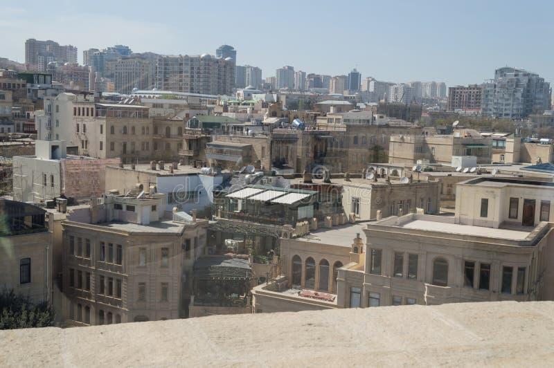 Paysage urbain de Bakou sur le DA ensoleillé photographie stock