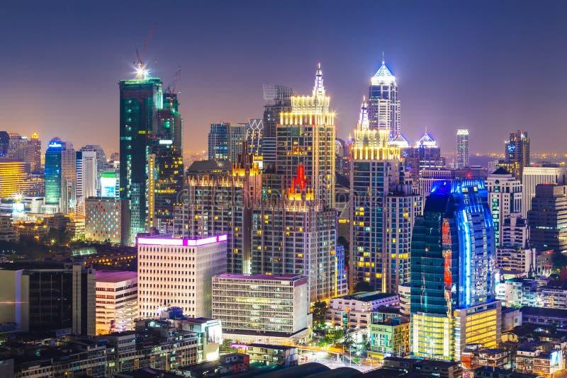 Paysage urbain de Bangkok, district des affaires avec le haut bâtiment, Thailan photographie stock libre de droits
