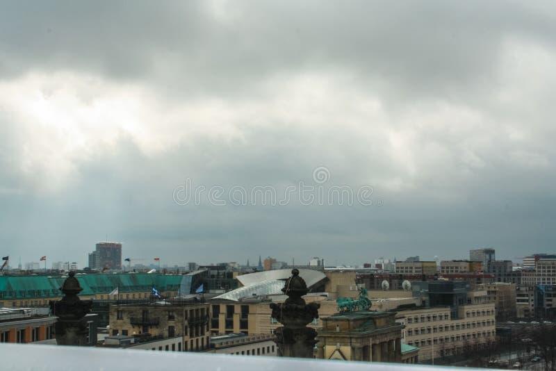 Paysage urbain de Berlin du toit de Reichstag image libre de droits