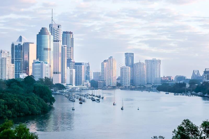 Paysage urbain de Brisbane ? l'aube photo libre de droits