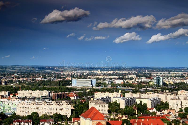 Paysage urbain de Budapest avec l'arène de Danube, le lieu de rendez-vous pour 2017 FINA photo libre de droits