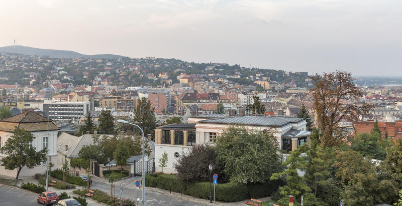 Paysage urbain de Budapest avec le secteur résidentiel de Buda, Hongrie image libre de droits