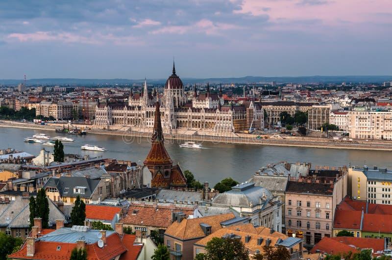 Paysage urbain de Budapest et Danube, Hongrie photographie stock libre de droits