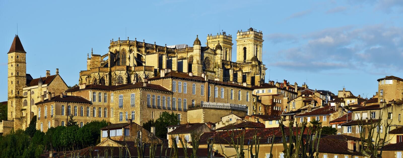 Paysage urbain de centre historique d'Auch photos stock