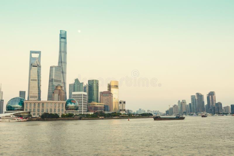 Paysage urbain de Changhaï et architecture moderne la nuit photo libre de droits