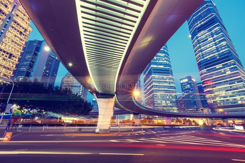 Paysage urbain de Changhaï et vue moderne de nuit d'architecture photos stock