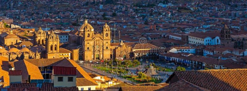 Paysage urbain de Cusco au coucher du soleil, Pérou photographie stock libre de droits