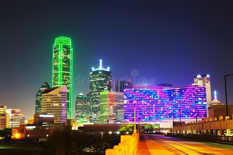 Paysage urbain de Dallas à la nuit image libre de droits