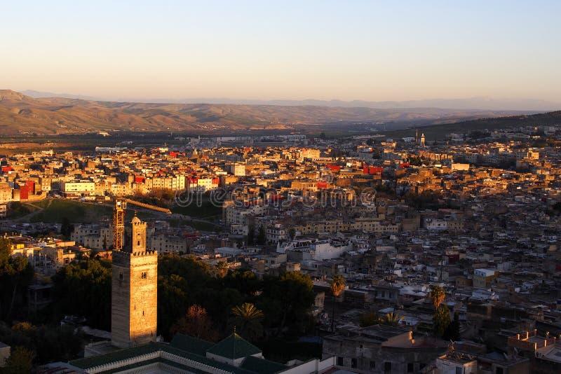 Paysage urbain de Fes Marocco sur le coucher du soleil