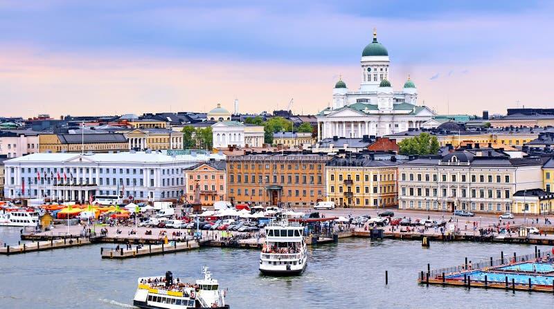 Paysage urbain de Helsinki avec la cathédrale de Helsinki et la place du marché, Finlande photos libres de droits