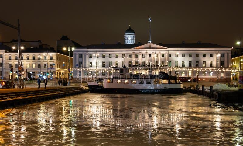 Paysage urbain de Helsinki pendant la nuit Ville de l'Europe photo libre de droits