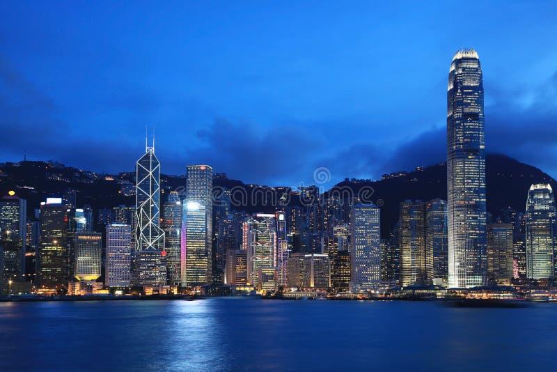 Paysage urbain de Hong Kong au crépuscule photographie stock libre de droits