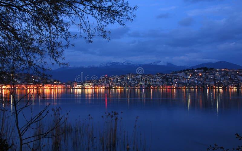 Paysage urbain de Kastoria, Grèce photographie stock libre de droits