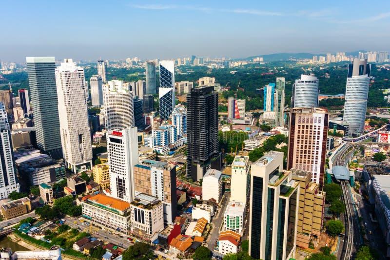 Paysage urbain de Kuala Lumpur avec des gratte-ciel dedans en centre ville photos libres de droits