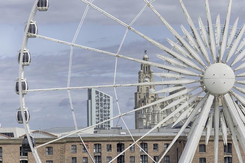 Paysage urbain de Liverpool - bâtiment de foie de Liverpool et oeil de Liverpool photos libres de droits